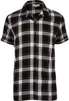 River Island MensBlack grunge check short sleeve shirt