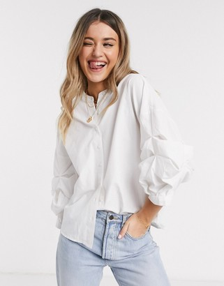 Pieces shirt with ruched volume sleeves in white