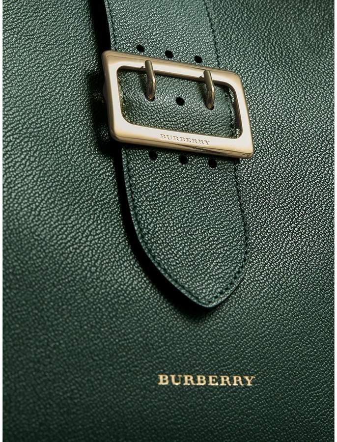 Burberry The Medium Buckle Tote in Grainy Leather
