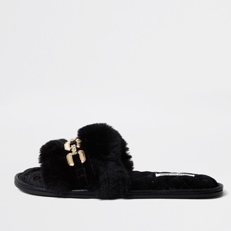 River Island Womens Black chain front faux fur slippers
