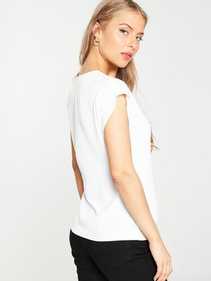 Very EssentialV-neck Sleeveless FormalShell Top - White