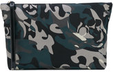 Alexander McQueen camo skull clutch - men - Cotton/Leather - One Size