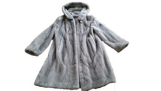 N. Non Signé / Unsigned Non Signe / Unsigned \N Silver Mink Coats
