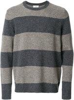 Closed long sleeved sweatshirt