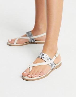 Qupid toe loop thong flat sandals in white