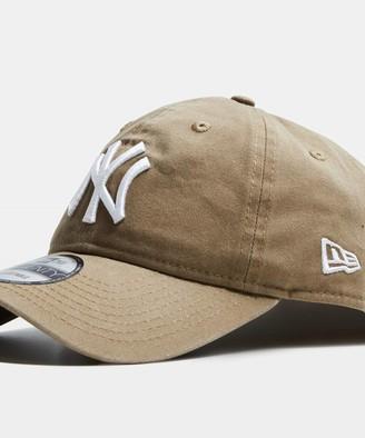 New Era 9Twenty NY Yankees Curvepeak Cap Washed Khaki/White