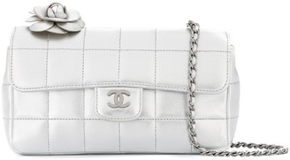 Chanel Pre-Owned 2003-2004 Camellia Choco Bar Chain Shoulder Bag