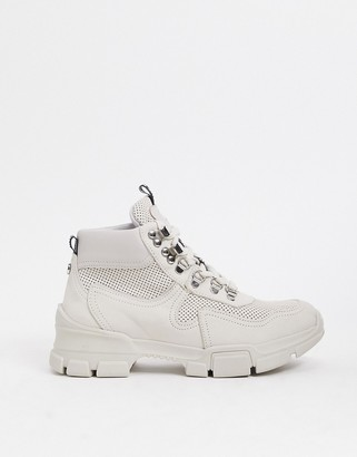 Steve Madden Ovvar chunky boot in off white