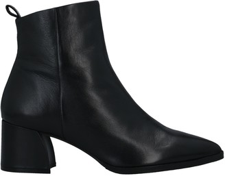 B | Private BPRIVATE Ankle boots