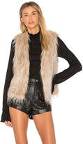 Cupcakes And Cashmere Faux Fur Arlington Vest in Cream. - size L (also in M,S,XS)
