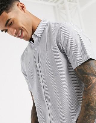 New Look vertical stripe short sleeve oxford shirt in blue