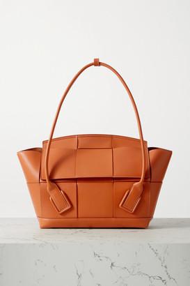 Bottega Veneta Arco Medium Intrecciato Leather Tote - Light brown