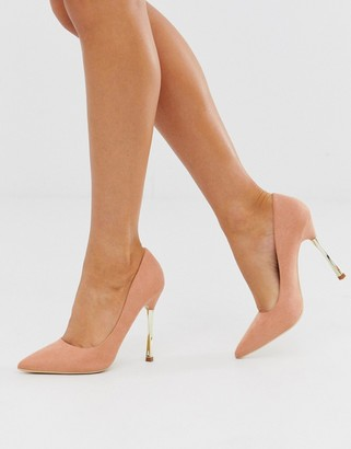 Glamorous taupe court shoes with gold statement heel-Beige