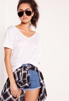Missguided Petite Exclusive Burnout V Neck Boyfriend T-Shirt White