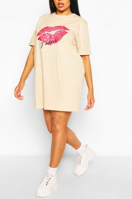 boohoo Plus J'Adore Lips T-Shirt Dress
