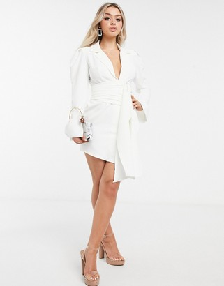 I SAW IT FIRST woven crepe shoulder pad drape belted blazer dress in white