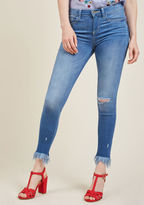 P9547L This ain't your first foray onto the street style scene, hence the confidence with which you sport these distressed skinny jeans! Letting off casual-cool vibes with their mid wash, stretch denim, distressing, and frayed hems, this five-pocket pair shows y