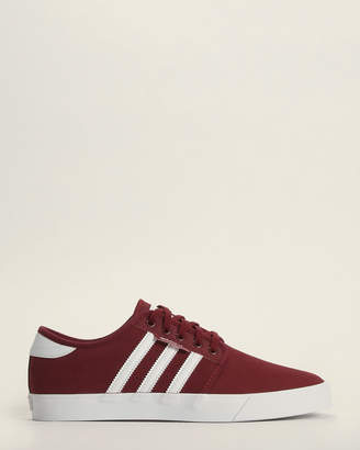 adidas Burgundy & White Seeley Low-Top Sneakers