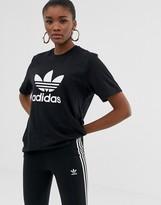 adidas trefoil logo t-shirt in black