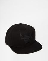 Mitchell & Ness Blackout Chicago Bulls Snapback Cap - Black