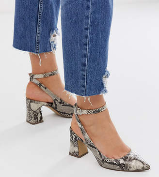 New Look Wide Fit wide fit pointed block heel court shoe in snake print-Pink