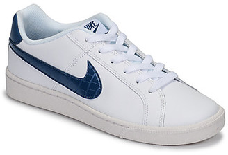Nike COURT ROYALE women's Shoes (Trainers) in White