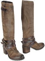 High-heeled boots