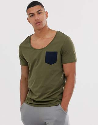 Asos Design DESIGN t-shirt with deep scoop neck and contrast pocket in green