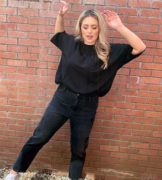 Vero Moda Curve mom jeans with high waist in black