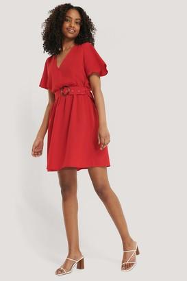 NA-KD Short Sleeve V-Neck Belt Dress