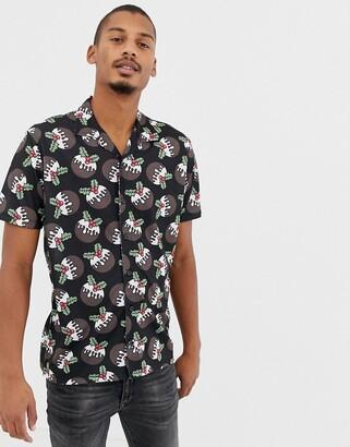 Urban Threads christmas short sleeve rever collar shirt in christmas pudding-Black
