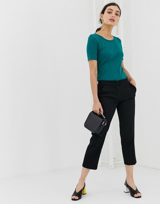Benetton cropped chino in a casual fit-Black