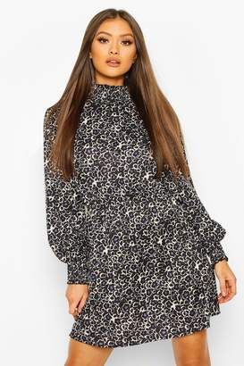 boohoo Woven Shirred Neck And Cuff Printed Shift Dress