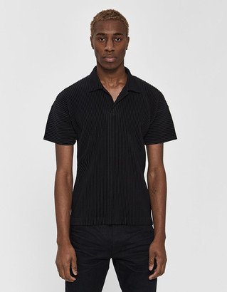 Issey Miyake Homme Plissé Homme Plisse Men's Short Sleeve Basics Collared Shirt in Black, Size 2 | 100% Polyester