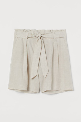 H&M H&M+ Shorts with a tie belt