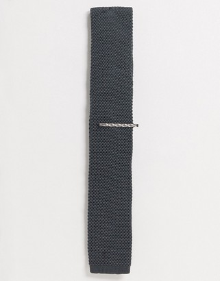 Ben Sherman plain knitted tie and tie bar set