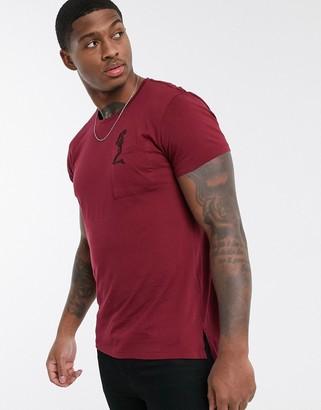 Religion t-shirt with skull pocket in burgundy