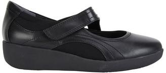 Wide Steps Bronwyn Black Glove Flat Dhoes