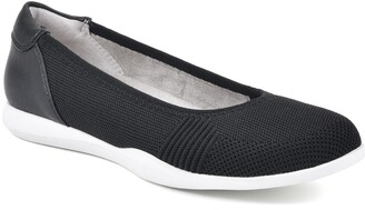Cliffs By White Mountain Pavlina Comfort Flat