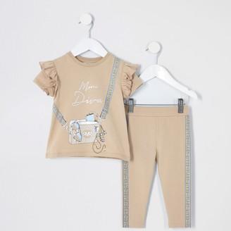 River Island Mini girls Beige bag print RI T-shirt outfit