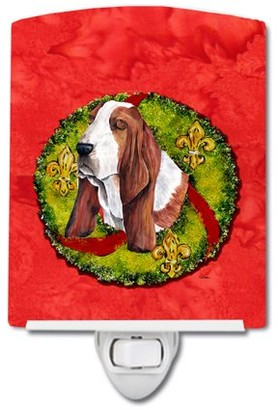 Caroline's Treasures Basset Hound Christmas Wreath Ceramic Night Light