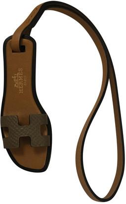Hermã ̈S HermAs Oran Nano Charm Beige Leather Bag charms