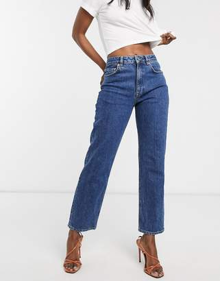 Asos Design DESIGN High rise stretch 'slim' straight leg jeans in mid vintage wash-Blue