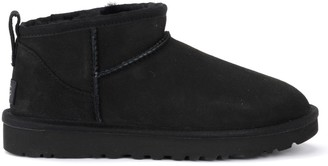 UGG Classic Ultra Mini Ankle Boot Made Of Black Suede