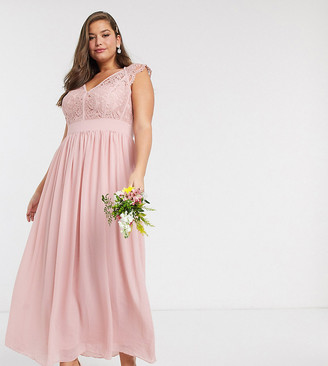 TFNC Bridesmaid Plus lace plunge maxi dress with scaloped back