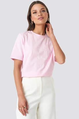 NA-KD Emilie Briting X Lady Print T-shirt Pink