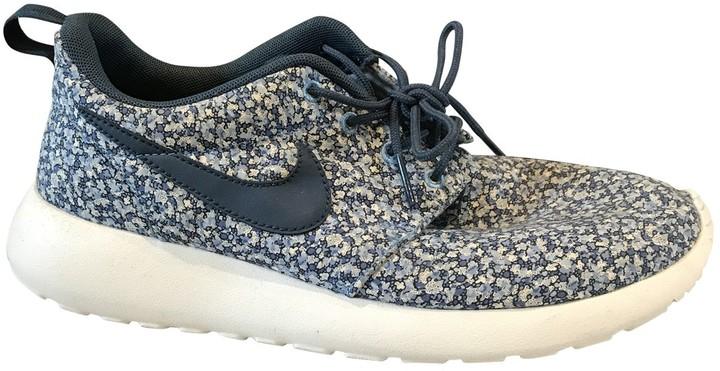 Universal fantasma Cosquillas  Nike Roshe Run Blue Cloth Trainers - ShopStyle