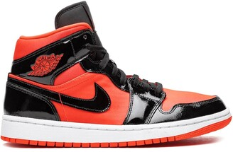 Jordan Air 1 Mid hot punch