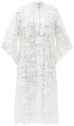 La Vie Style House - No. 400 Guipure-lace Kaftan - White