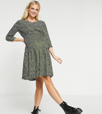 Mama Licious Mamalicious Maternity smock dress with removeable tie waist in green spot print